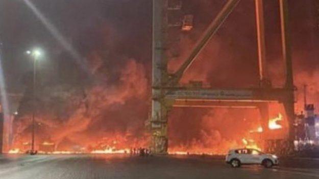 dubai, incendio container porto, Sicilia, Mondo