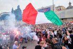 Green Pass: a Roma disordini alla manifestazione. Scontri con la polizia a Parigi