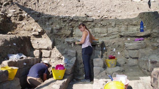 Scoperto il monumentale muro di accesso al Teatro di Halaesa Arconidea
