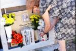 """""""Ti ho portato la Gazzetta"""". Il gesto d'amore di Iana sulla tomba del marito a Capo d'Orlando"""