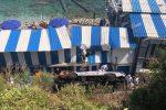 Incidente a Capri, minibus fuori strada: 23 feriti, un morto