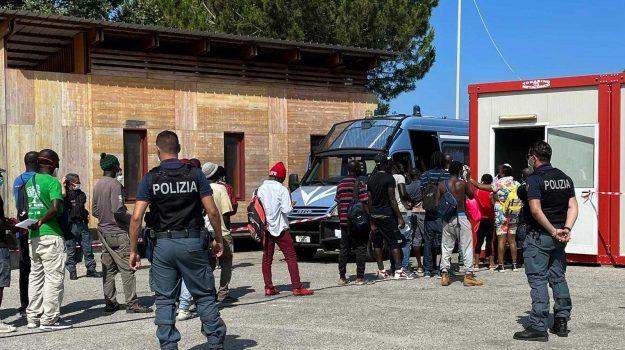 migranti, San Ferdinando, Reggio, Cronaca