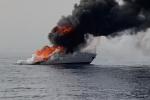 Imbarcazione della Guardia di finanza in fiamme al largo di Africo - LE FOTO