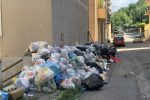 La spazzatura presente nei pressi della facoltà di Architettura dell'Università Mediterranea di Reggio