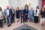 La Giunta comunale di Reggio guidata dal sindaco Giuseppe Falcomatà con l'arcivescovo Fortunato Morrone
