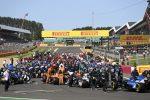 F1 a Silverstone, partenza show. Verstappen va fuori pista. Gran premio sospeso