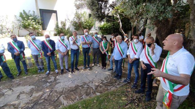 crotone, discarica columbra, protesta sindaci, vincenzo voce, Catanzaro, Cronaca