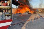 Grosso incendio nella discarica di Torrenova, superlavoro dei Vigili del fuoco