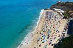 Tropea, il Tar Calabria boccia l'ordinanza del sindaco sulle spiagge chiuse ai cani