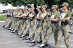 Polemica in Ucraina. Soldatesse con i tacchi alle prove di una parata militare