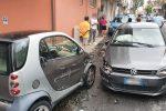 Centra tre auto in sosta a Messina, incidente autonomo in via Marco Polo - FOTO
