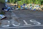 """Fuscaldo sommersa dai rifiuti, l'opposizione sbotta: """"Scaricabarile istituzionale scandaloso"""""""