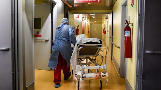 Calabria, sanità terreno di scontro elettorale: il diritto alle cure negato