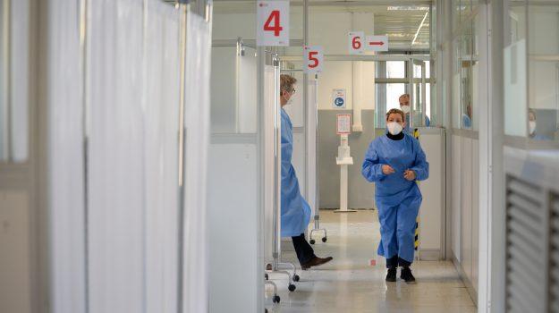 Comitato tecnico scientifico, operatori sanitari, over 80, rsa, vaccini anti covid, Sicilia, Cronaca