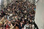 800 profughi afghani caricati il 15 agosto su un aereo militare Usa C-17, e portati da Kabul in Qatar