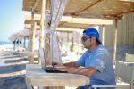 Estate, nasce l'app per prenotare postazione lavoro in riva al mare da Rimini a Messina