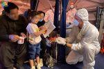 La spensieratezza nei volti dei bambini afghani giunti a Roma. Per loro giochi e peluche