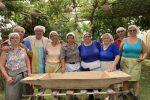Franca Crudo insieme alle signore (massaie e turiste) protagoniste della giornata del Pane
