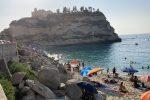 Nelle spiagge più belle di Tropea. Il Borgo dei Borghi 2021 si prepara al Ferragosto
