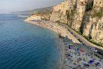 La spiaggia della Rotonda di Tropea vista dal santuario della Madonna dell'Isola