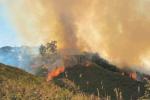 Messina, incendi da nord a sud: è un assedio