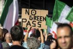 """Vice questore in piazza con i manifestanti: """"Il Green pass è incostituzionale"""""""