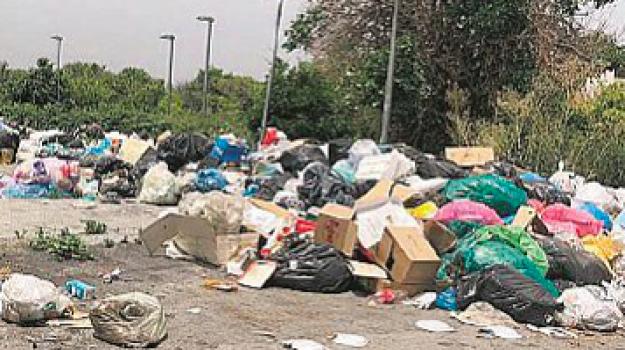 barcellona pozzo di gotto, cassonetti, rifiuti, Messina, Cronaca