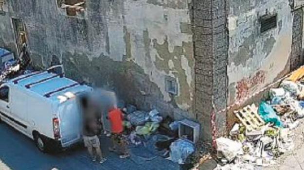 incivili, messina, raccolta rifiuti, Cateno De Luca, Messina, Cronaca
