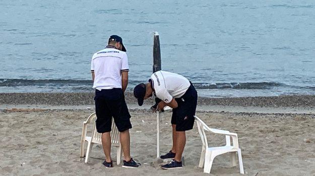 furbetti ombrellone, reggio, sequestro spiaggia, Reggio, Cronaca