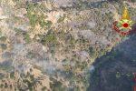 Brucia anche la zona jonica di Messina, nuovo incendio a Castelmola - FOTO