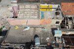 Messina, via l'amianto dalle baracche di Fondo Saccà. Operai al lavoro - FOTO
