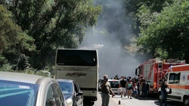 autostrada, incendio, messina, Messina, Cronaca