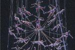 """Il """"coro sospeso"""" a 20 metri d'altezza delle """"Baccanti"""" (foto Centaro)"""
