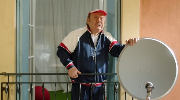 Lino Banfi, Sicilia, Società