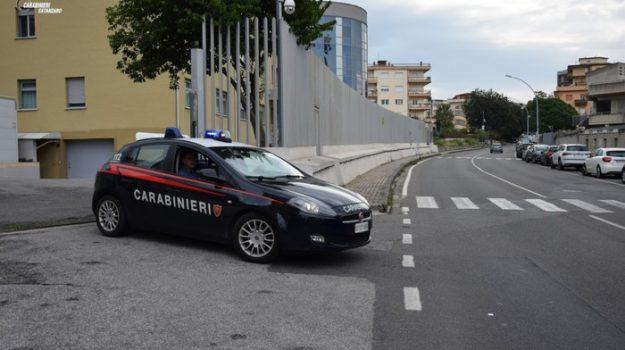 Sparatoria tra vicini di casa, attimi di terrore a Lamezia Terme