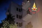 Catanzaro, giovane minaccia di buttarsi dal quinto piano: salvato dai pompieri