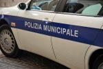 Cetraro, vigili urbani minacciati e accerchiati mentre multano un'auto parcheggiata male