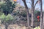 Messina, gli incendi sembrano dare tregua. Canadair in azione nella zona di Gallo d'Oro