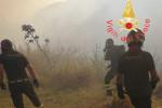 La Calabria brucia: sono 27 gli incendi attivi, oltre 170 interventi