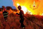 Incendi in Calabria, 160 interventi conclusi: nel lametino abitazioni evacuate