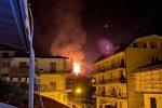 L'incendio doloso di Amantea, la collina continua a bruciare