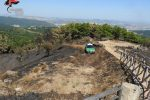 Bruciano dieci ettari di terreno in provincia di Crotone, due persone denunciate
