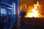 Vasto incendio nella stazione di Vibo-Pizzo, evacuate alcune abitazioni - FOTO