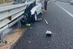 Incidente in autostrada ad Altomonte, auto si schianta sul guard rail. Due feriti
