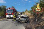 Incidente a Melissa: donna 85enne muore nel rogo dell'auto