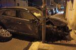 Ubriaco sperona fila di auto in sosta, spettacolare incidente a Reggio Calabria