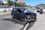 Torre Faro, si distrae al volante e investe un'auto parcheggiata: due feriti