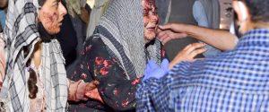 Attentato a Kabul, kamikaze si fa esplodere nei pressi dell'aeroporto. Oltre 100 i morti