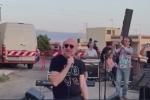 """Messina, Mario Biondi canta """"la fine"""" delle baracche a Fondo Fucile - VIDEO"""