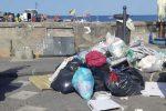 Eolie sommerse dai rifiuti. E la chiamano estate...